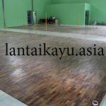 Pemasangan lantai kayu jati di Sekretaris Negara