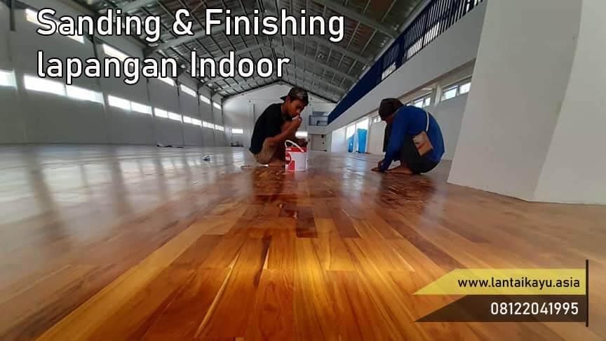 finishing lantai kayu dalam ruangan indoor