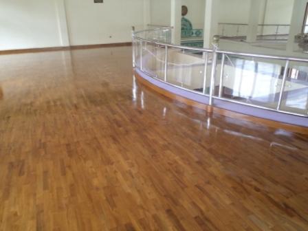 lantai kayu kuningan
