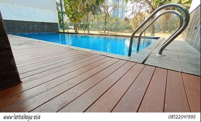 Pemasangan Decking kayu Ulin kolam renang