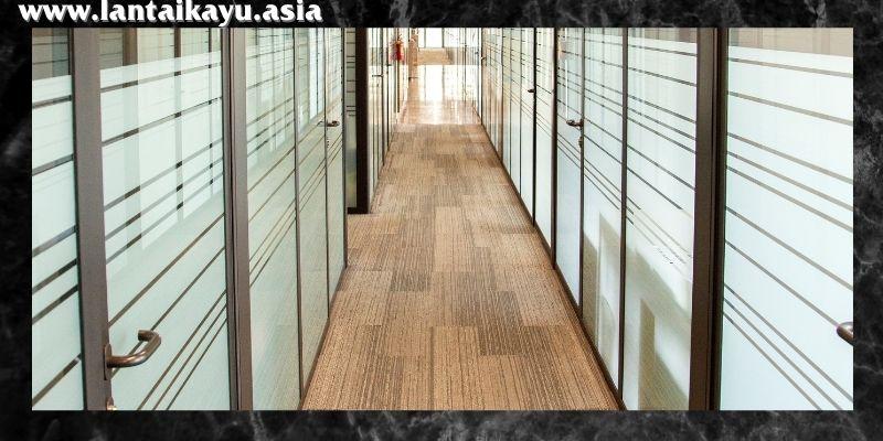 material lantai terbaik untuk kantor - lantai kayu laminate