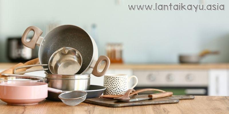 Membersihkan Berbagai Peralatan Dapur