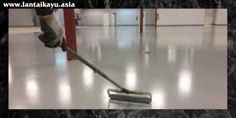 tahap membersihkan dan meratakan permukaan dasar lantai