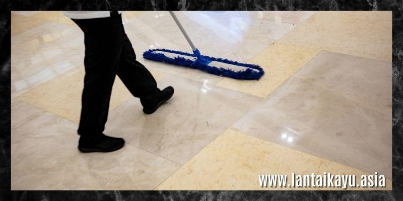 cara membersihkan lantai keramik