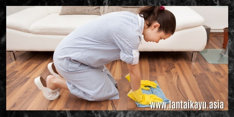 cara membersihkan lantai kayu solid