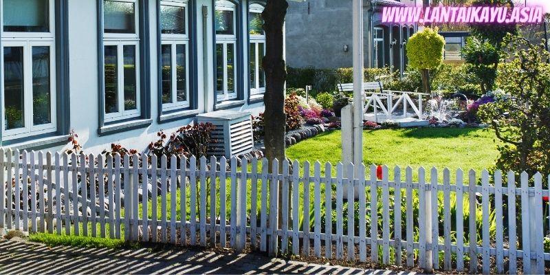 10 Model Pagar Kayu Minimalis Untuk Rumah - pagar kayu rendah